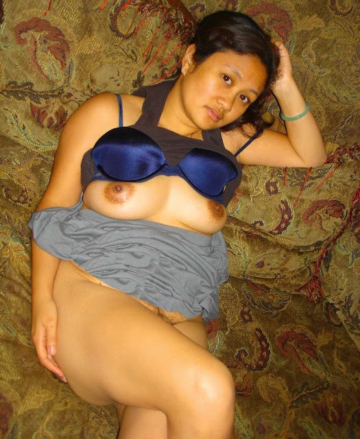 bbw laying down woman self pic nude