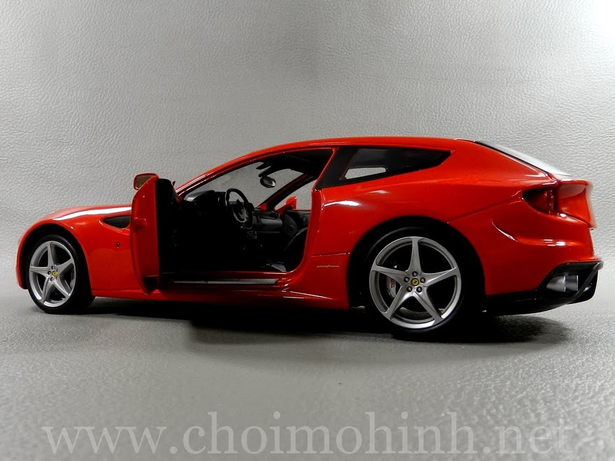 Ferrari FF RED 1:18 Hot Wheels door