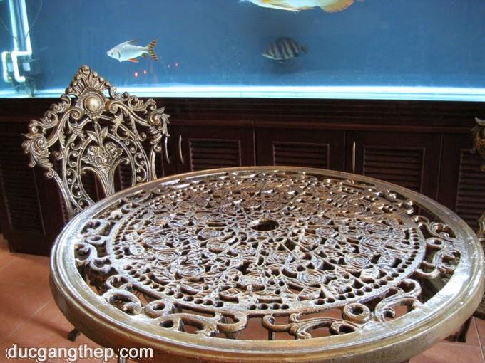 Bàn ghế cổ điển kiểu dáng sang trọng - 9,600,000 vnd