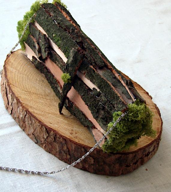 bouquet di licheni e corteccia a borsetta per matrimonio green