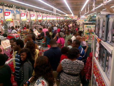 Lagosians turn out in troupes at newly opened Shoprite 1