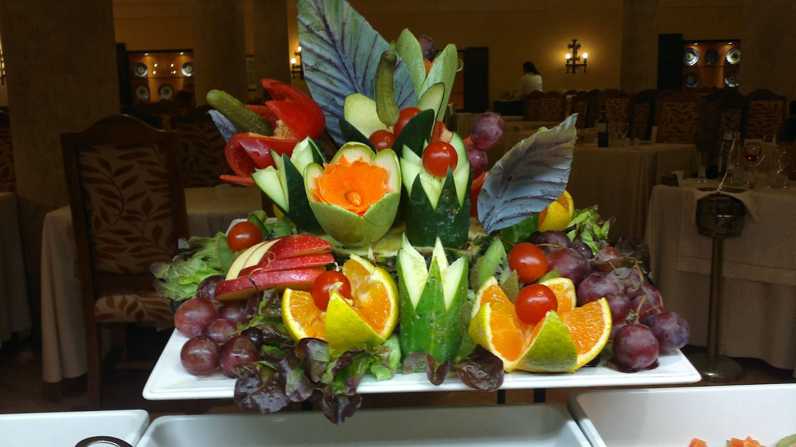 Ensaladas en la mesa decoraci n de frutas y verduras for Como secar frutas para decoracion