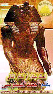تمثال من البرونز للملك نخاو / نيكاو الثانى محفوظ فى متحف بروكلين