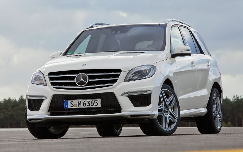 ML63 comes with using the new AMG engine Biturbo 5.5 liter V8, capable