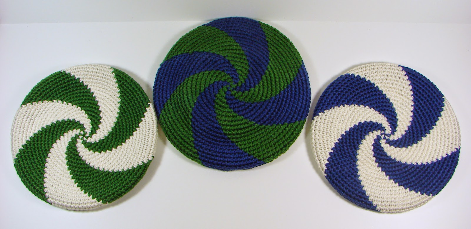 disc, frisbee, crochet, crocheted, toy, blue, white, green