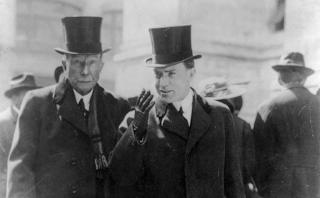 John D. Rockefeller, o homem mais rico de todos os tempos, com o filho John D. Rockefeller Jr.