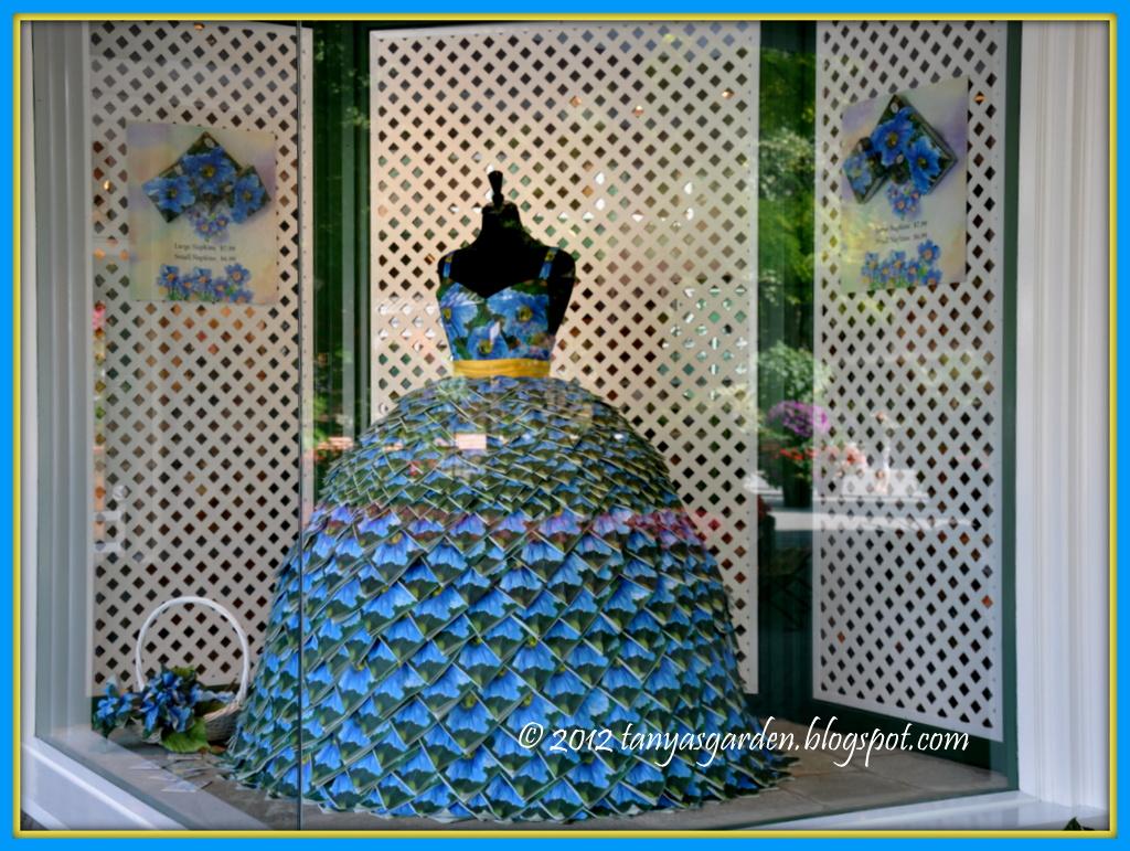 Платье из цветов салфеток