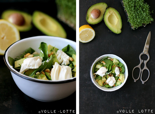 Sommersalat mit Babyspinat, Avocado und Ziegenkäse