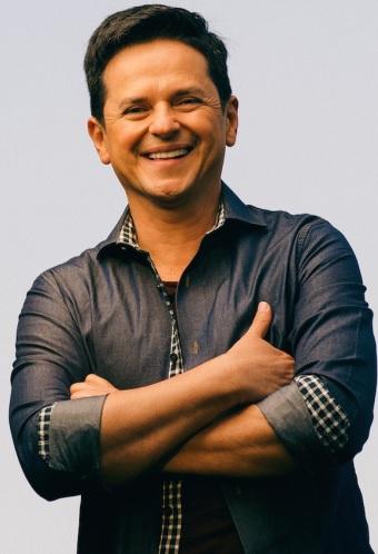 Danilo Montero con linda sonrisa