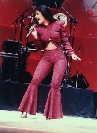 Selena's_Dead_Body http://elnoticoto.blogspot.com/2012/03/remembering-selena-queen-of-tex-mex.html