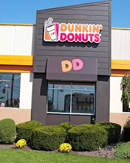 Hallan Feto en tasa cafe de Dunkin Donuts
