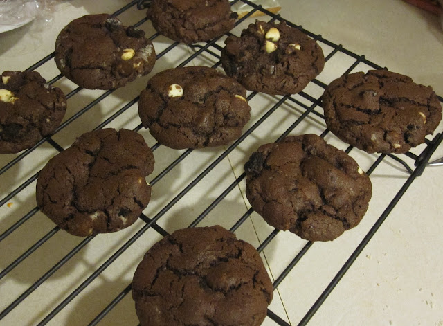 Cakes and Cookies by Andrea: Triple Chocolate Oreo Chunk Cookies