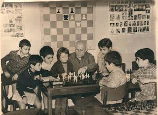 Genrikh Kasparian en la Casa del Ajedrez de Ereván en 1973