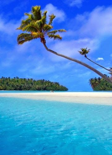 Matira Beach One of major attraction of French Polynesian Island is the Matira Beach