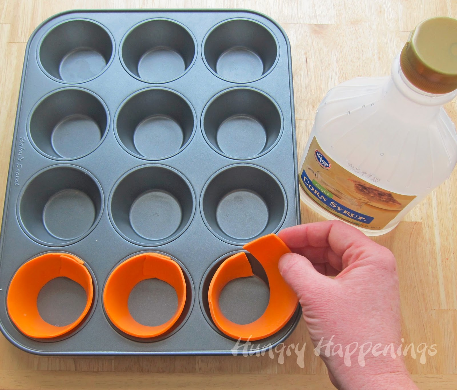 How to make edible cupcake wrappers to make Carrot Top Cupcakes