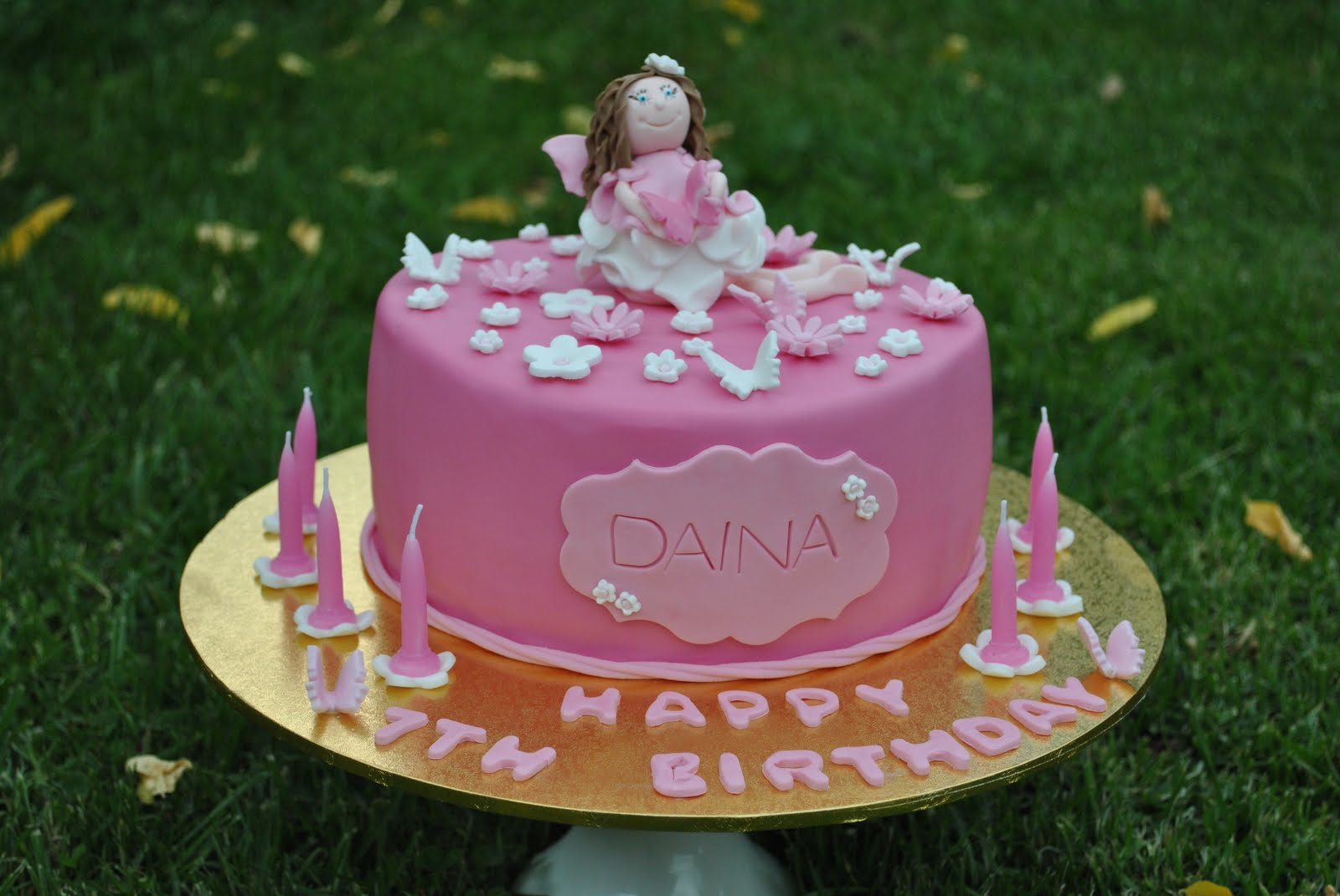 Taylor made baking a pretty pink fairy cake for daina for Fairy cakes