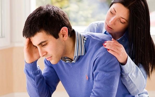 7 Sikap Pacar Yang Wajib Kamu Curigai