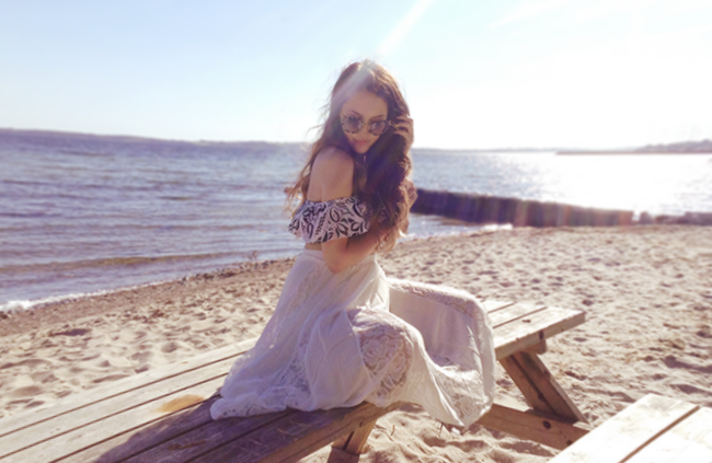 white lace midi skirt beach outfit fashion blogger