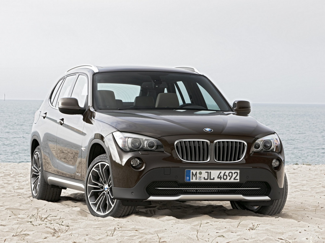 2010 bmw x1 pictures. Black Bedroom Furniture Sets. Home Design Ideas