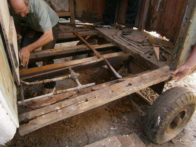 Most of the cab floor gone, the rest can only be removed when the top floor is supported.