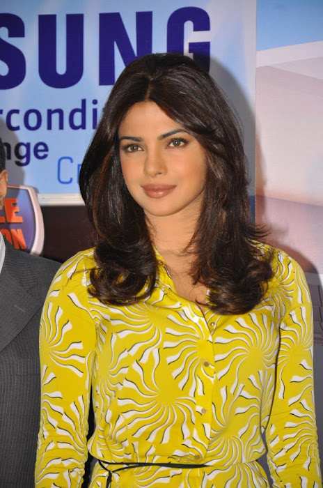 priyanka chopra launches samsung electronics photo gallery
