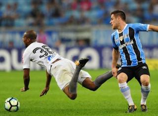 """Ramiro destaca retranca do Santos: """"Foi o time que veio mais fechado desde que estou no Grêmio"""""""