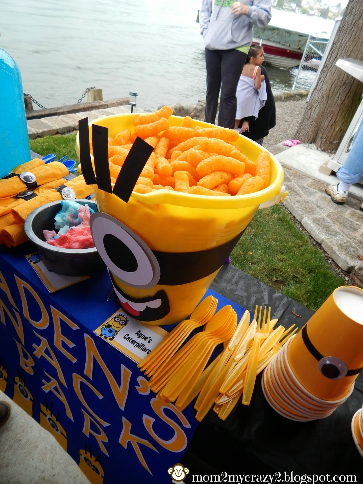Running away i 39 ll help you pack despicable me birthday for Food bar 8 0