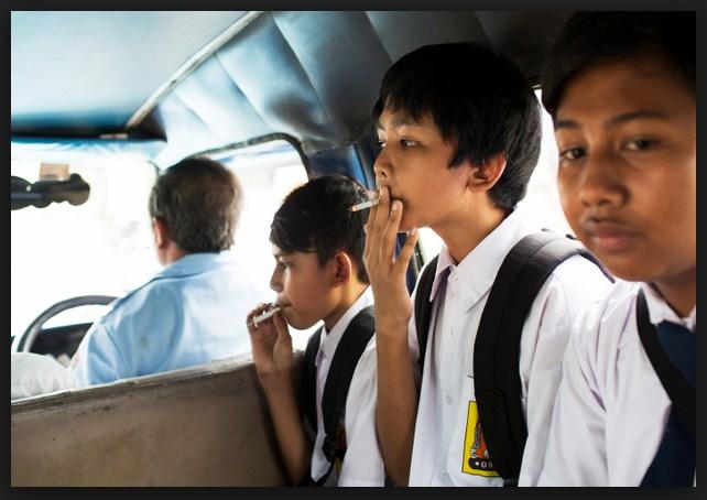 Hasil gambar untuk anak sekolah merokok