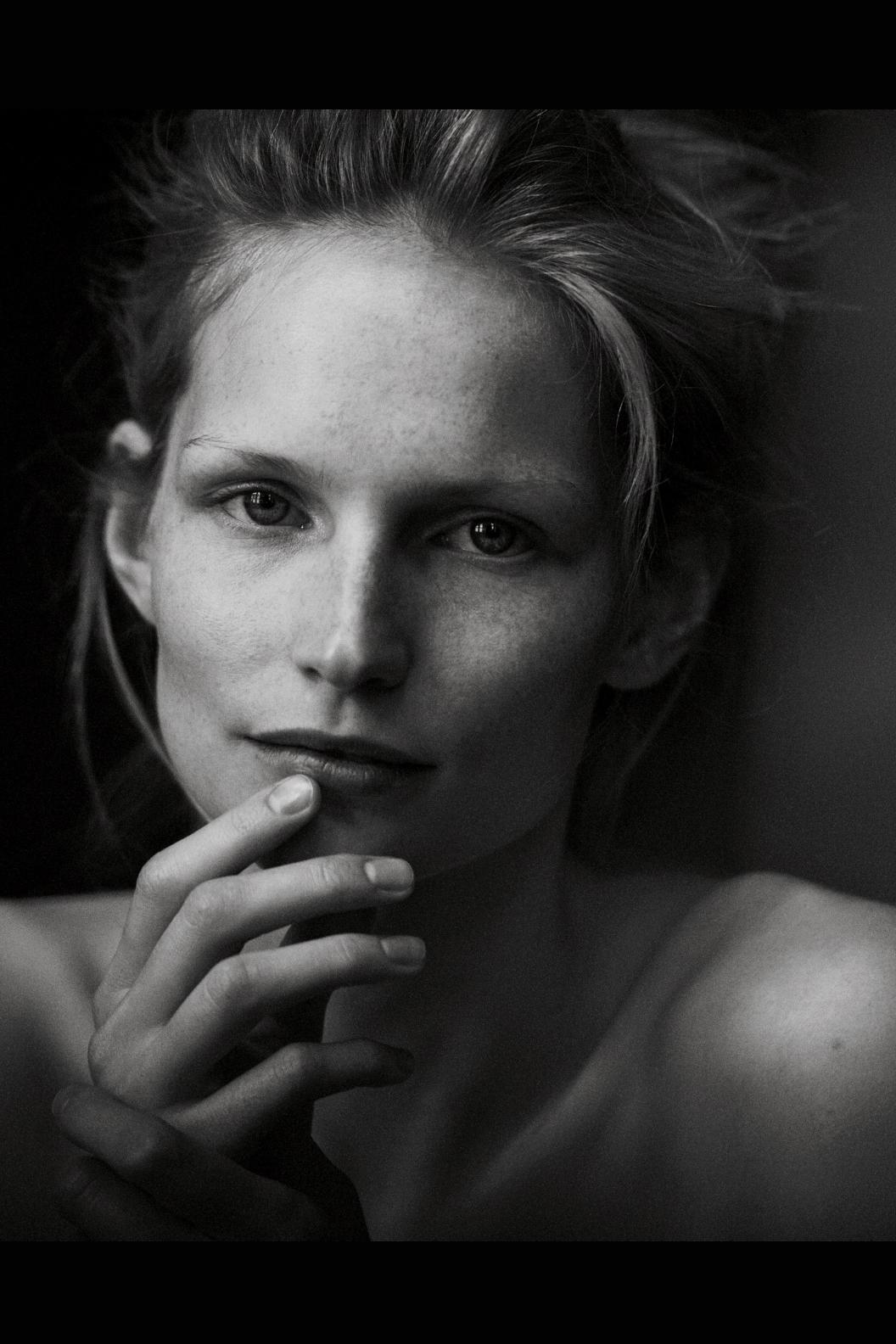 http://3.bp.blogspot.com/-IElBs-7P3bc/T7Q0cj_225I/AAAAAAAAGmY/q6nLOeJv2SA/s1600/German+Vogue+June+2012+Lindbergh+TFS7.jpg
