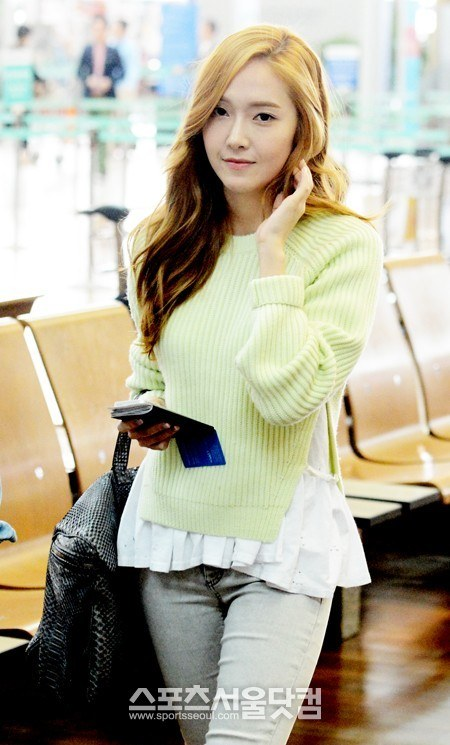 [Press Pictures] 130512 Jessica at Incheon Airport Heading to Hong Kong
