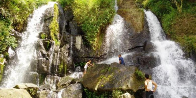 Akses menuju Air Terjun Bah Biak di Pematang Siantar, Sumatera Utara, ini hanya bisa dilalui dengan berjalan kaki