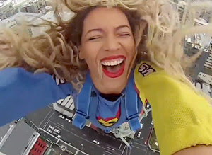 Beyonce Freefalls From Tower In New Zealand (VIDEO)
