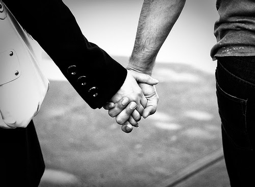 7 Tanda Kekasih Anda Inginkan Hubungan Yang Serius