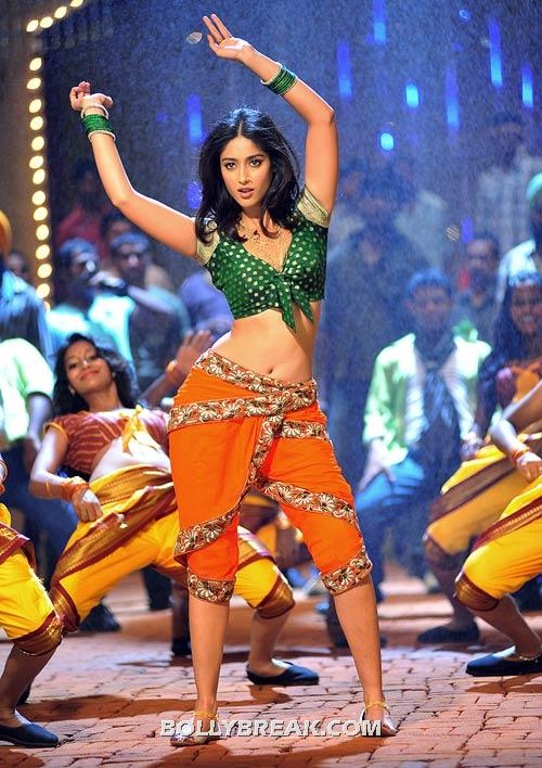 Ileana navel show telugu movie - Ileana Navel Pics - Devudu Chesina Manushulu Navel Wallpapers