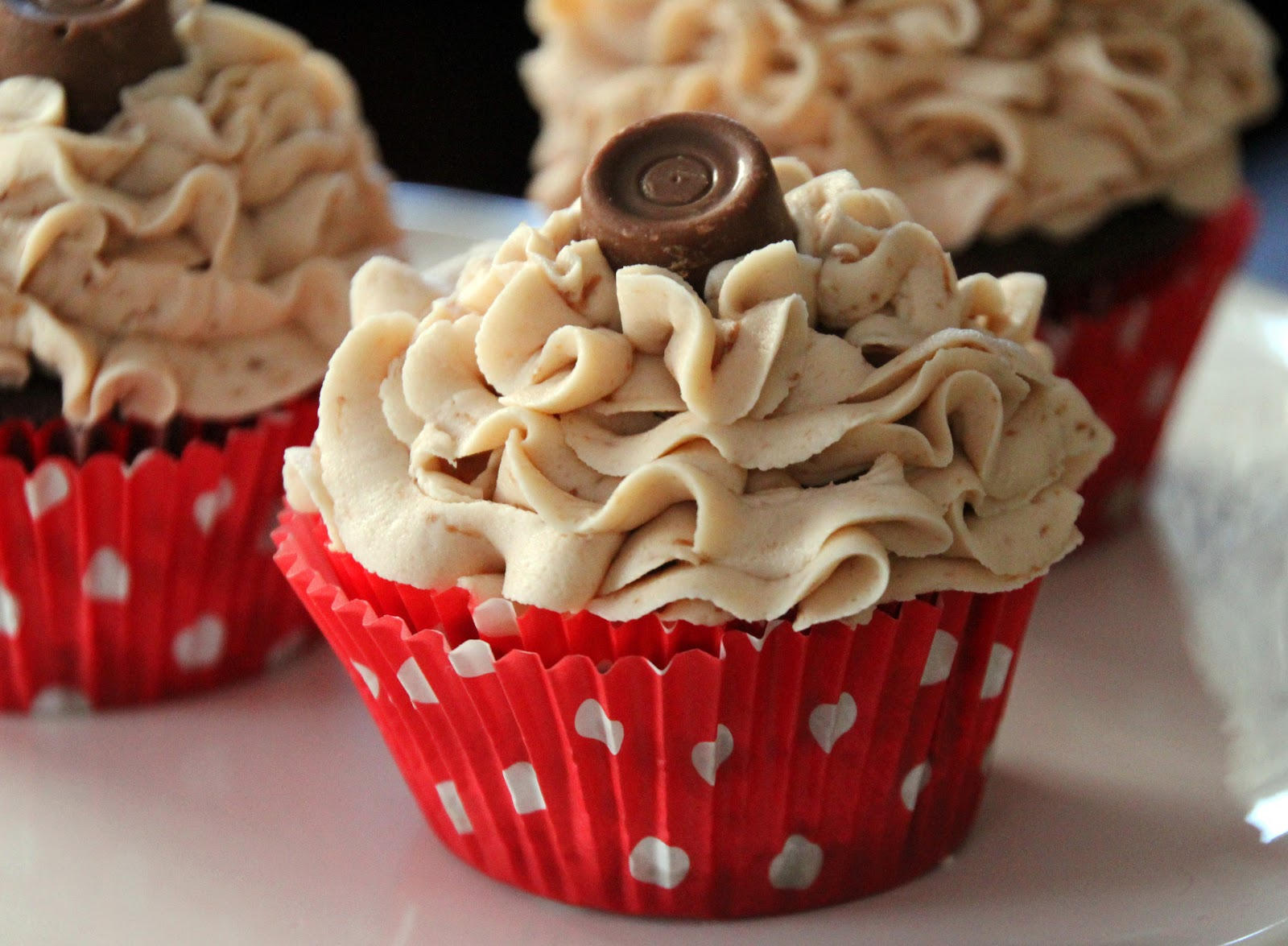Life Is Sweets: Candy Cupcakes Part 1: Chocolate Rolo Cupcakes with ...