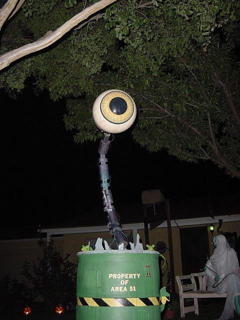 Dave lowe design the blog 17 days 39 til halloween the for Alien decoration