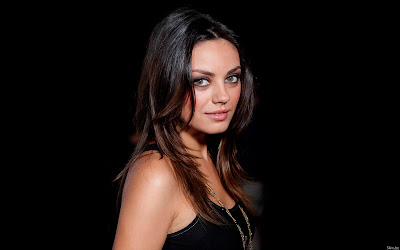 Mila Kunis smile Girl Wallpaper