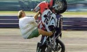 Diversos acidentes incríveis de motos