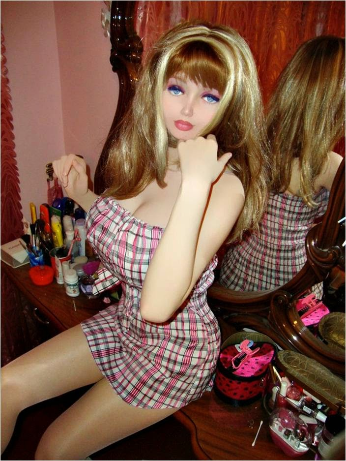 New 16 Years old Human Barbie Makes use of Colored Contacts for a Doll-Like Stare