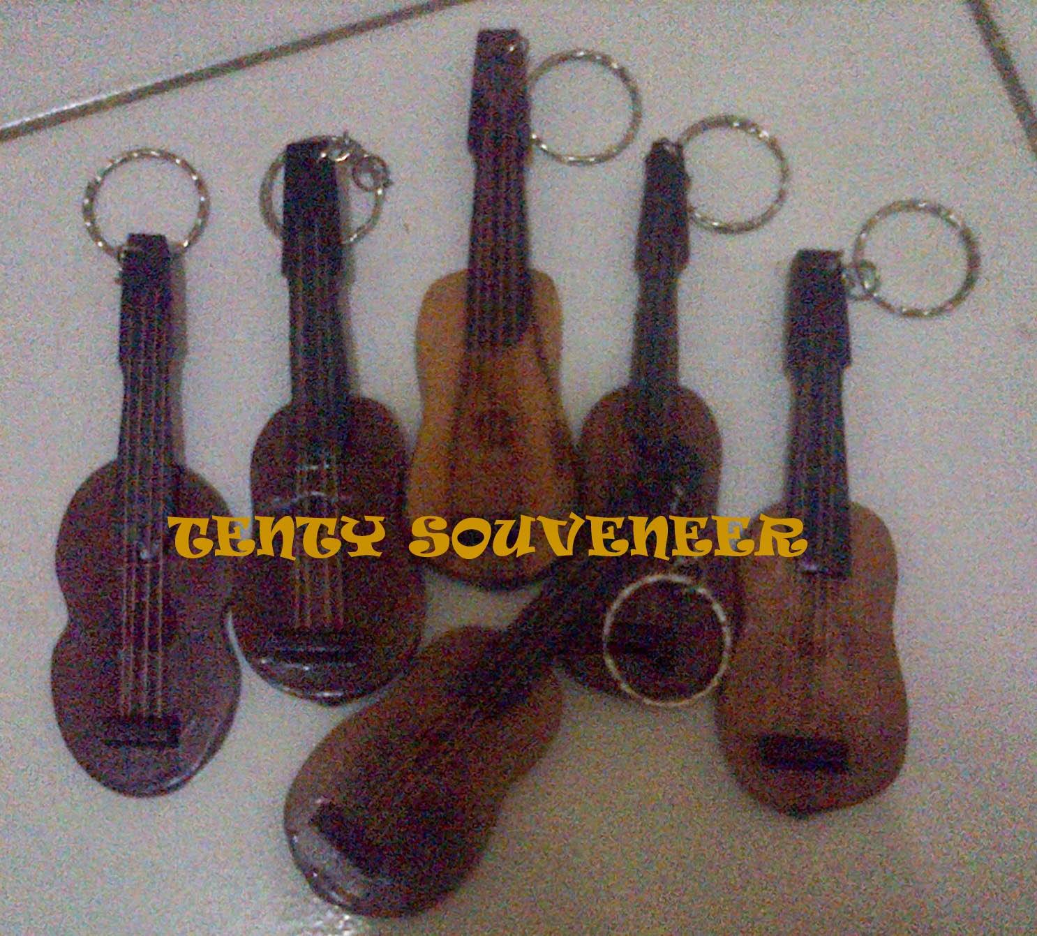 Twenty Souvenir Pernikahan Jepara 2014 Gantungan Gitar Kayu