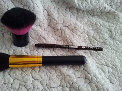 essence-maquillage-haul-test-crayon-sourcils