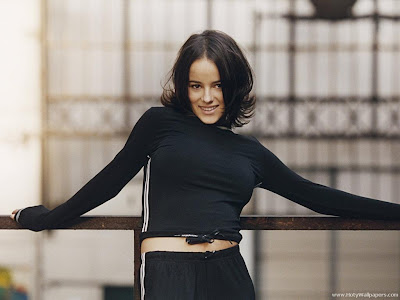 Alizee wallpaper in black