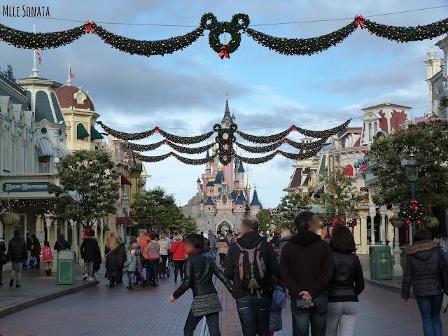 Mainstreet à Disneyland Paris vu sur le château.