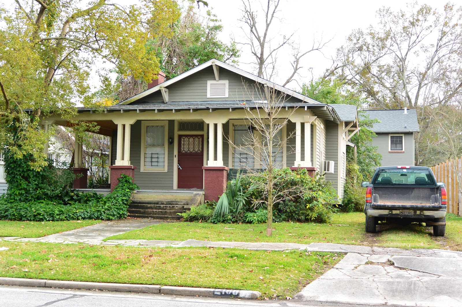Teegee essays the garden district gallery of bungalows for Craftsman style gables