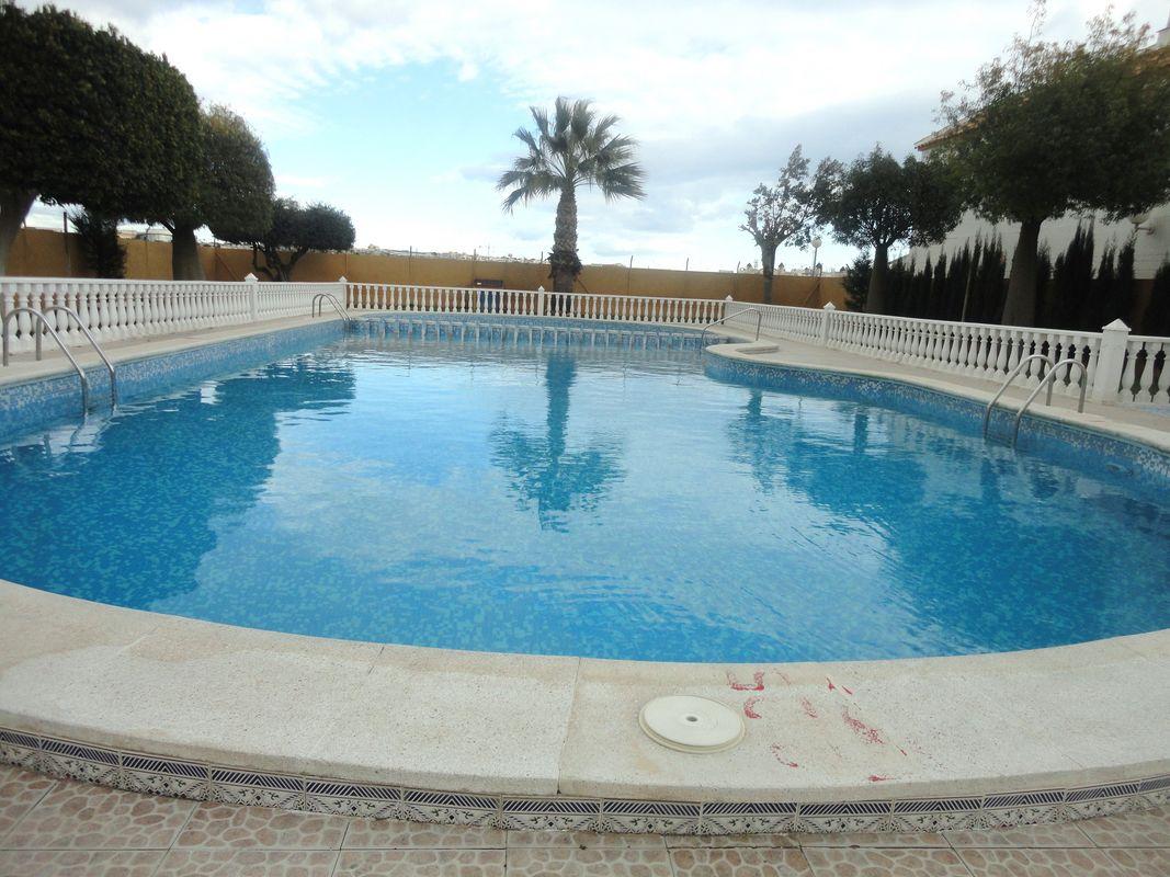 Tr pico torrevieja piscinas en torrevieja for Piscina torrevieja
