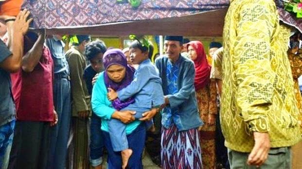 Jawa Timur, Ritual Brobosan