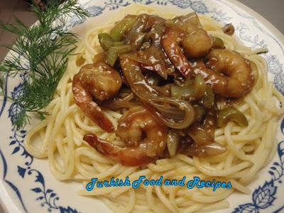 stir fried ginger shrimp in spaghetti bed (spagetti yataginda zencefilli karides)
