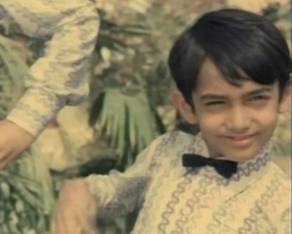 Bollywood Wallpapers: Childhood Photos Wallpapers oF Bollywood Stars