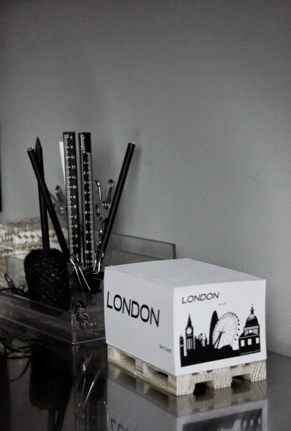 london memoblock, anteckningsblock, block, svartvitt, svartvita antekningsblock, svart, vitt, vita, london, skyline, små eu lastpallar, lastpall, inredning, webshop