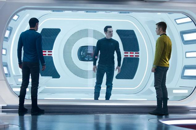 Khan held hostage in Star Trek Into Darkness